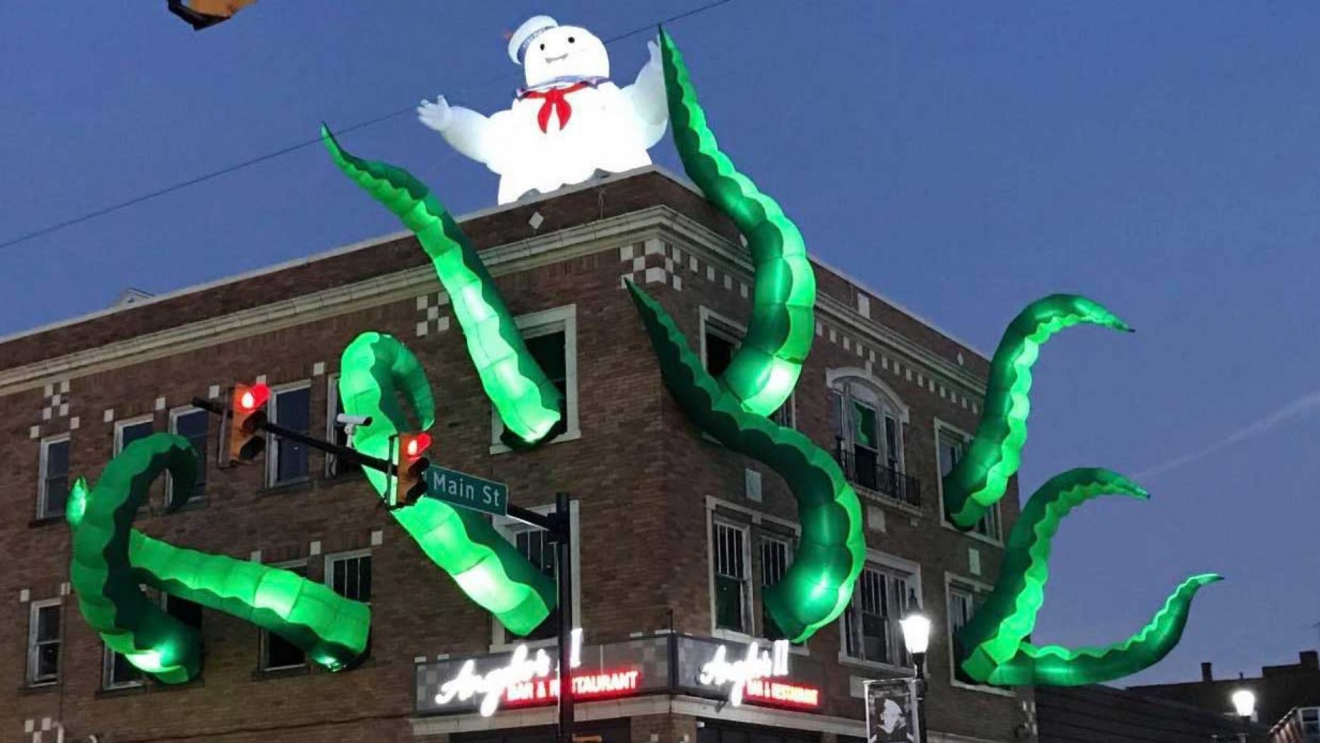 Ghostbusters Halloween Decorations At Pennsylvania Restaurant Earn Praise Whole Town Is Talking About It Fox 46 Charlotte