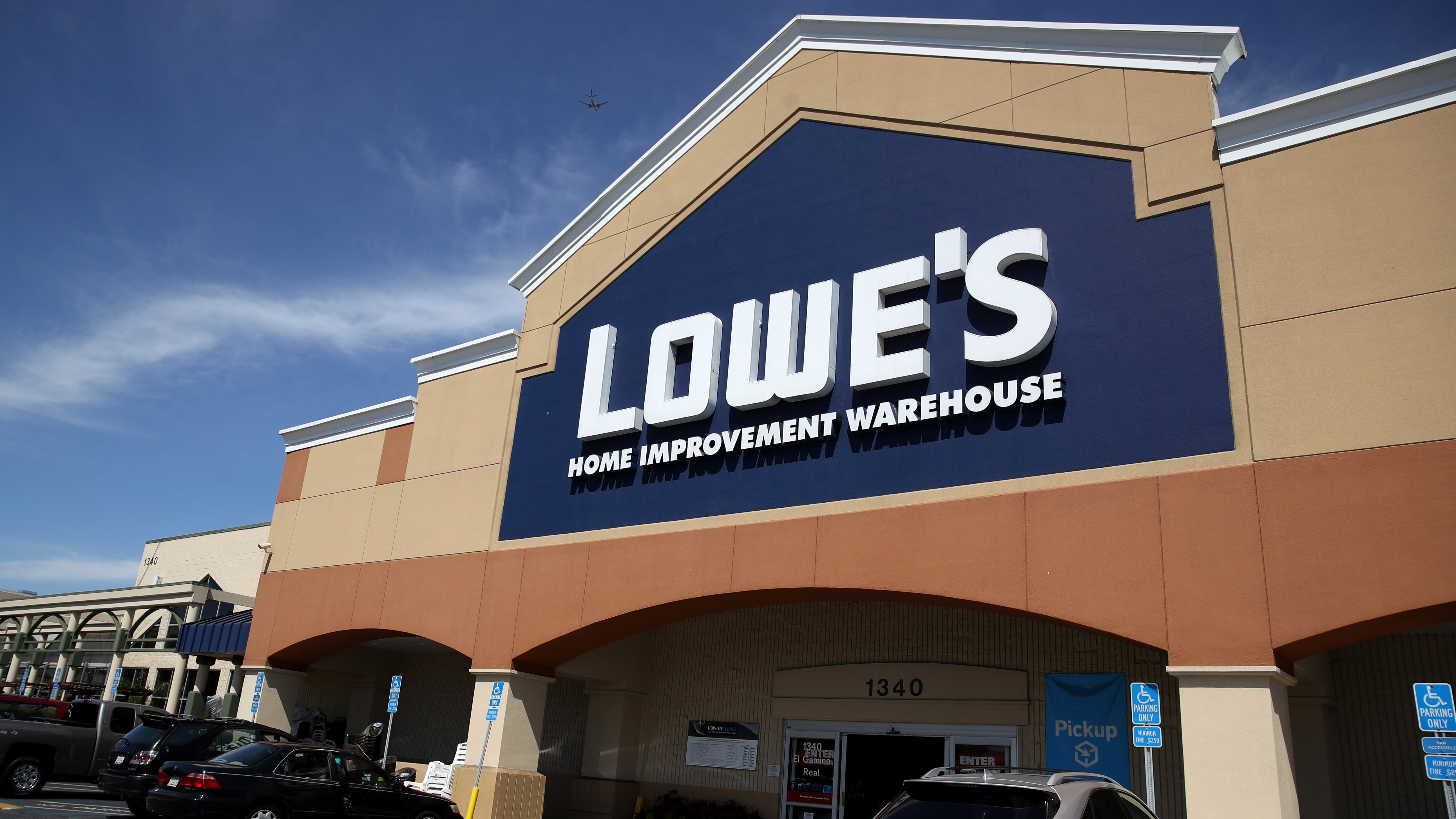 2 Lowe S Employees Test Positive For Coronavirus Fox 46 Charlotte