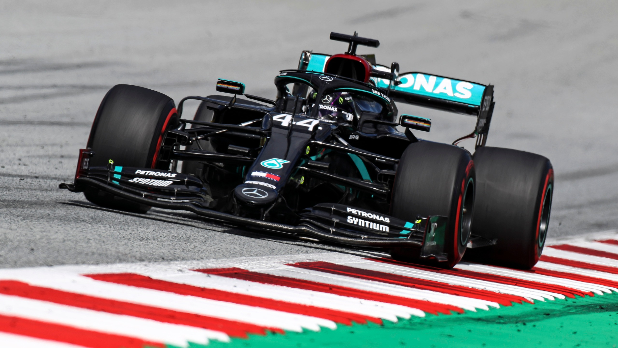 Hamilton Wins Styrian Gp Ahead Of Mercedes Teammate Bottas Fox 46 Charlotte
